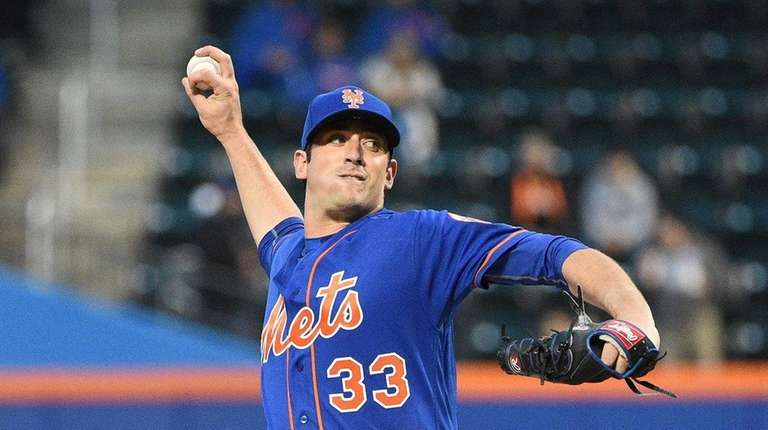 New York Mets' Matt Harvey delivers a pitch