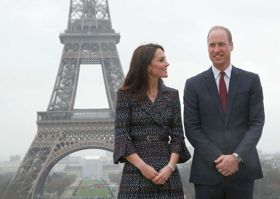 Prince William and Kate pose for photographers in