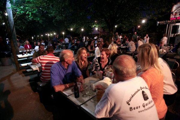 Plattduetsche Park Restaurant Biergarten in Franklin Square is