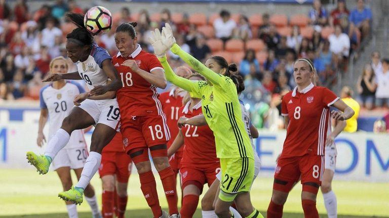 Crystal Dunn #19 of U.S. heads the ball