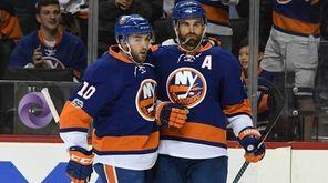 New York Islanders center Alan Quine congratulates Islanders