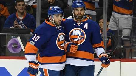 New York Islanders center Alan Quine congratulates Islanders