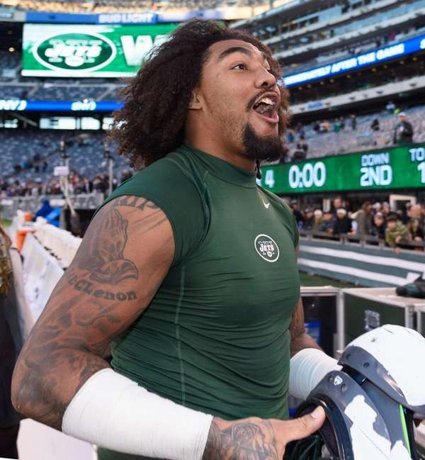 The New York Jets' Leonard Williams leaves the