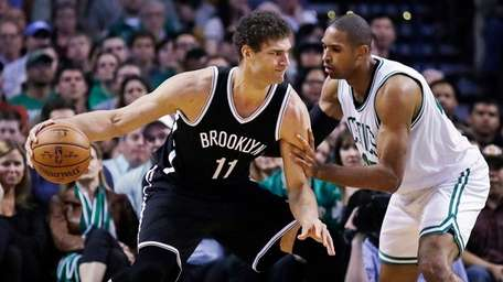Brooklyn Nets center Brook Lopez (11) tries to