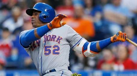 New York Mets' Yoenis Cespedes follows through on