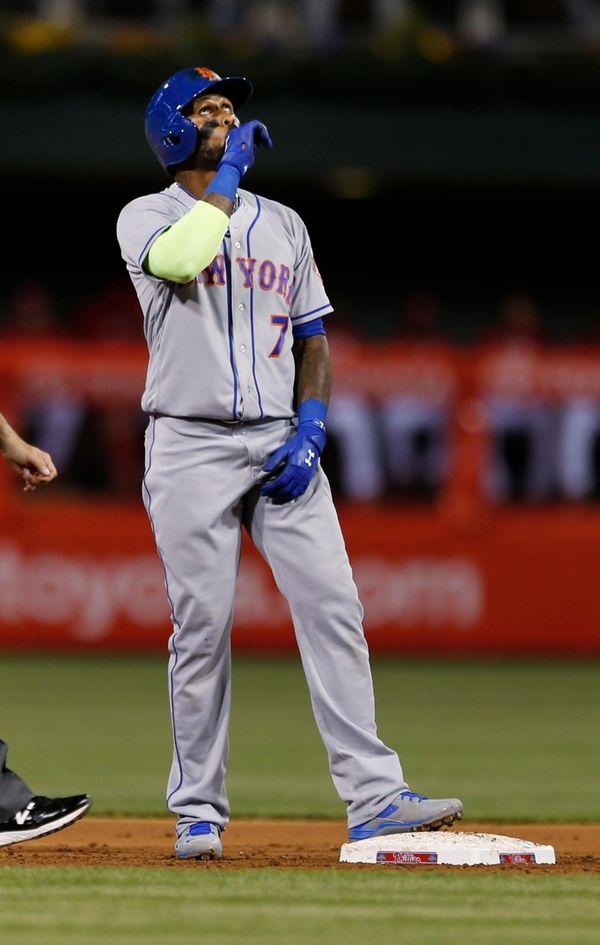 New York Mets' Jose Reyes (7) looks up