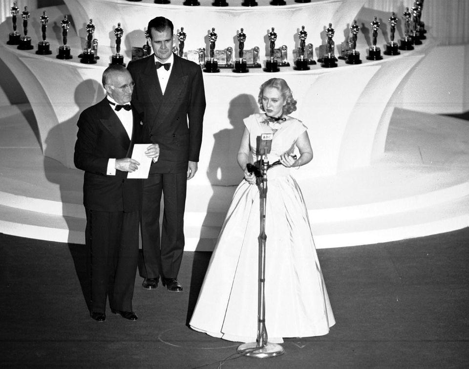 Cast: Gregory Peck, Dorothy McGuire, John Garfield, Celeste