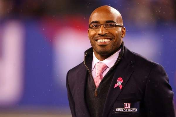 Former New York Giants Tiki Barber is inducted