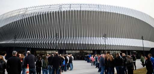 Fans line up to see Billy Joel perform