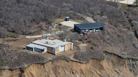 Paul Simon's house in Montauk is being moved