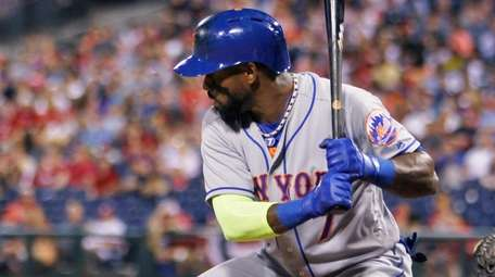 New York Mets' Jose Reyes bats during the