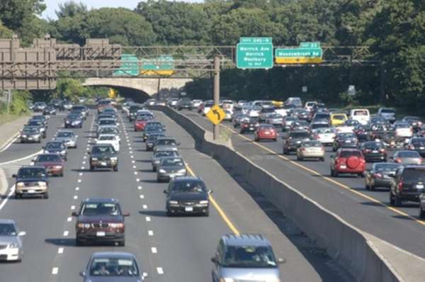 Traffic builds in Wantagh on the Southern State