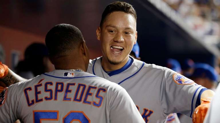New York Mets' Wilmer Flores, right, celebrates with