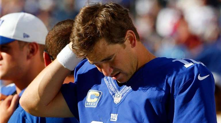 Eli Manning s looks on from the sidelines