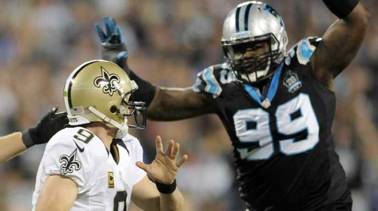 New Orleans Saints' Drew Brees scrambles under pressure from