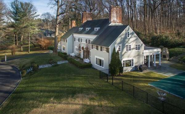 This circa-1919 Harrie Lindeberg-designed manor house in Lattingtown