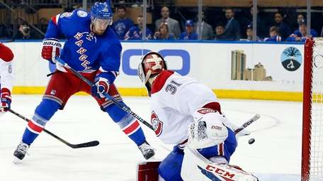Kevin Hayes of the New York Rangers misses