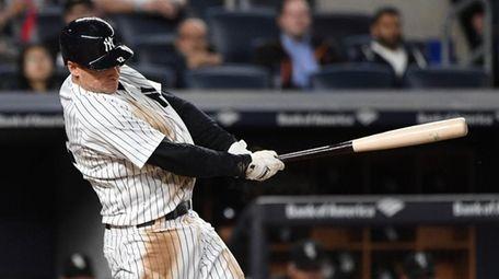 New York Yankees third baseman Chase Headley hits