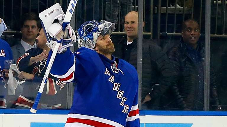 The Rangers defeated the Montreal Canadiens, 2-1, to