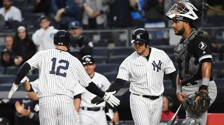 New York Yankees third baseman Chase Headley, left,