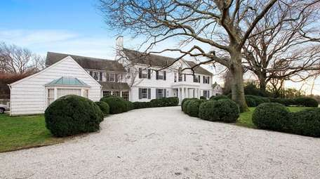 This East Hampton home has sold for close