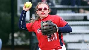 MacArthur's 3B Lisa Fabig gets the out at