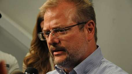 Jets GM Mike Maccagnan talks to reporters duirnghis