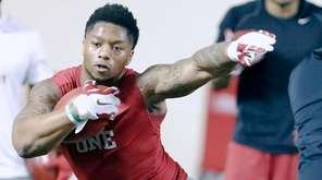 Running back Joe Mixon runs a drill at