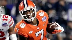 Clemson wide receiver Mike Williams runs as Ohio