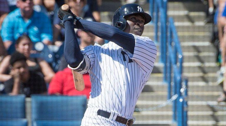 TheNew York Yankees'Didi Gregorius hitsa solohome run against