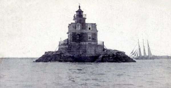 Stepping Stones Lighthouse, seen here in 1915, will