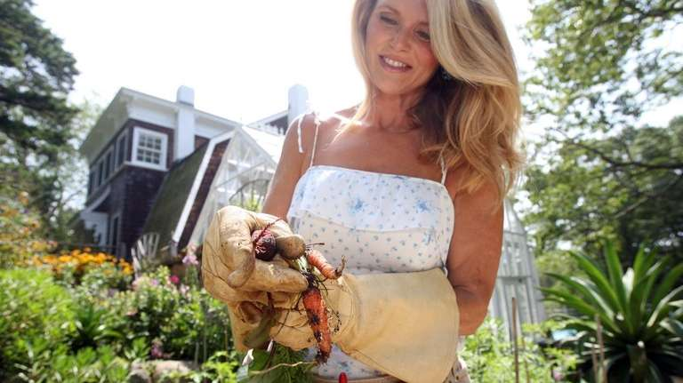 Christie Brinkley shows produce from her garden at
