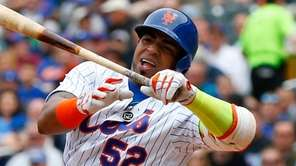 Yoenis Cespedes of the New York Mets swings