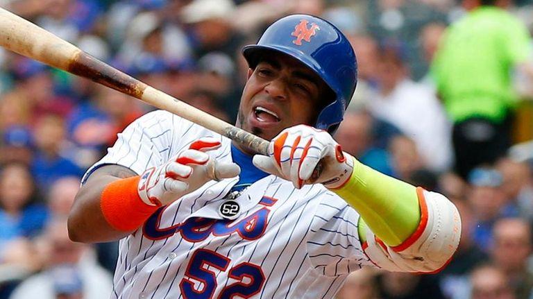 Yoenis Cespedes of the New York Mets swings