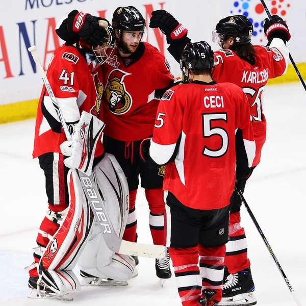 Ottawa Senators goalie Craig Anderson (41) celebrates with