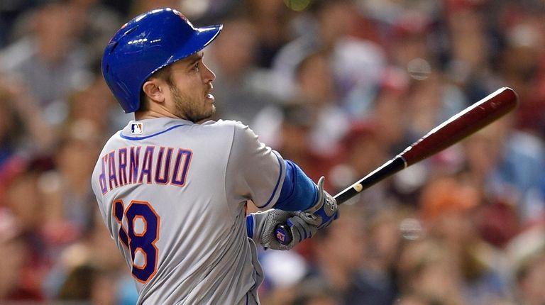 New York Mets' Travis d'Arnaud watches his three-run
