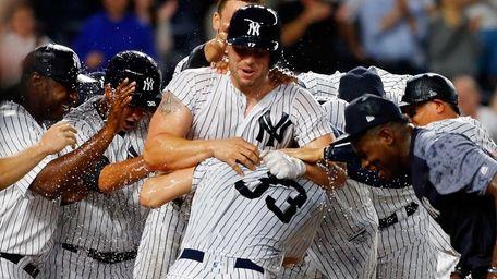 Matt Holliday #17 of the New York Yankees