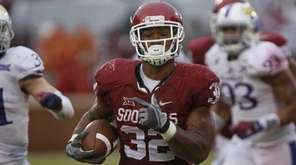 Running back Samaje Perine of the Oklahoma Sooners