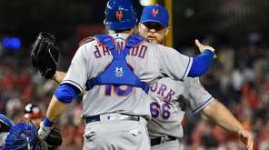 New York Mets catcher Travis d'Arnaud (18) and