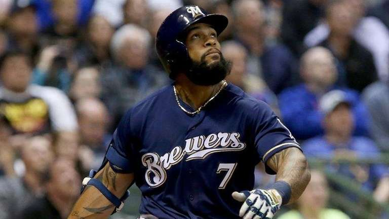 Eric Thames #7 of the Milwaukee Brewers hits