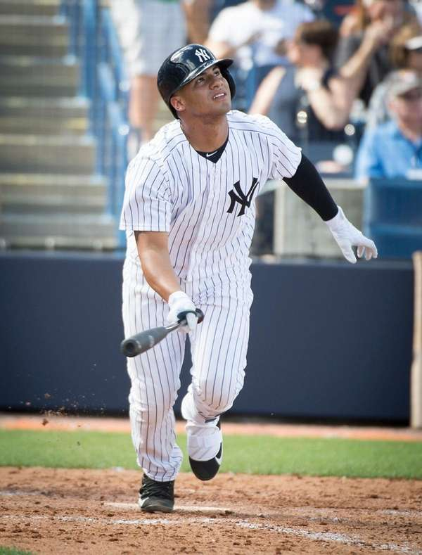 Yankees' Gleyber Torres hits a sacrifice fly
