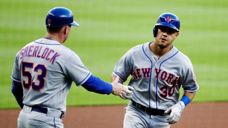 New York Mets' Michael Conforto, right, is congratulated