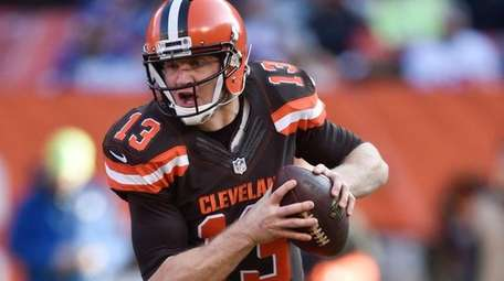 Josh McCown, then with the Browns, looks to