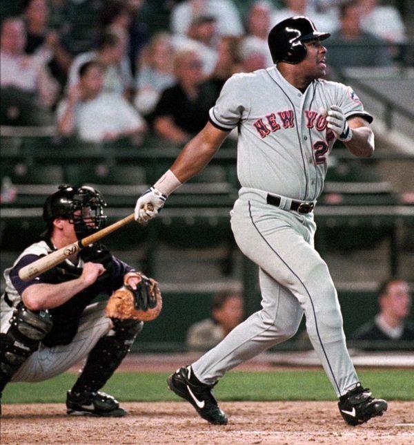 New York Mets' Bobby Bonilla watches with Arizona