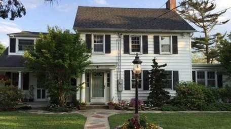 This Colonial, on the market in May 2017,