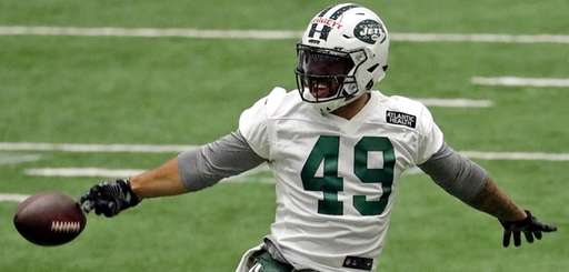 New York Jets' Jordan Leggett tries to catch