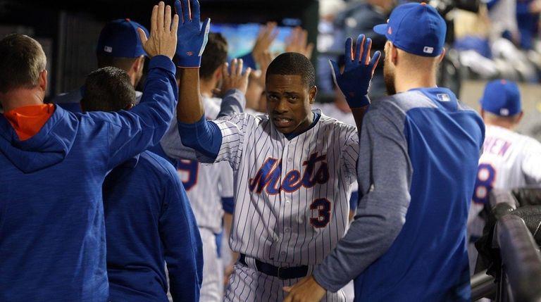 New York Mets centerfielder Curtis Granderson celebrates with