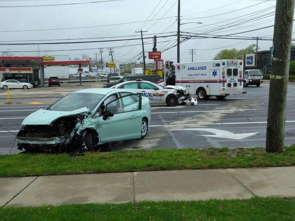 nassau cop car involved in 2 vehicle levittown crash police say newsday. Black Bedroom Furniture Sets. Home Design Ideas