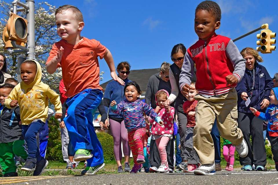 Children ages 3 and younger run a race