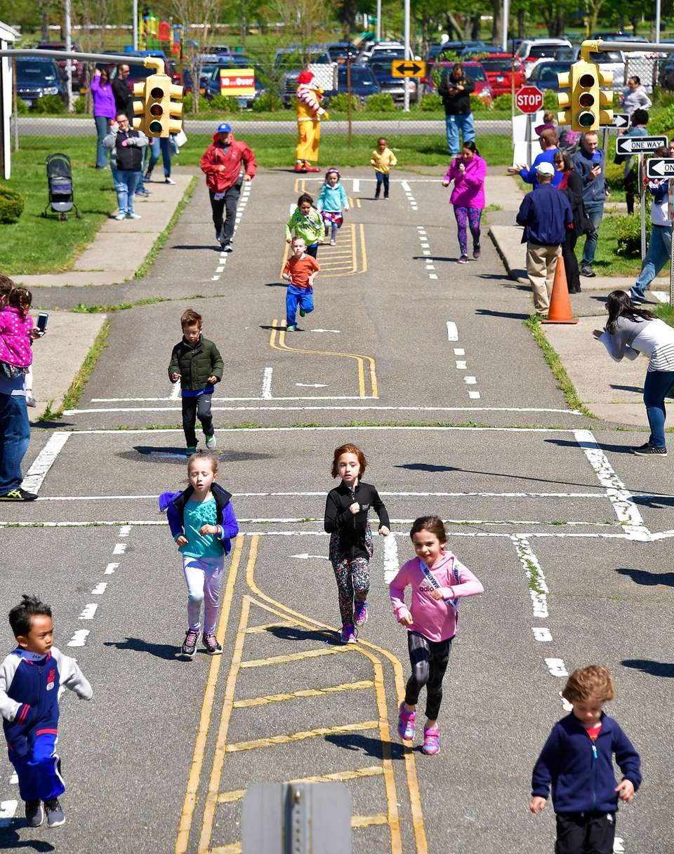 Children ages 11 and younger run on Saturday,